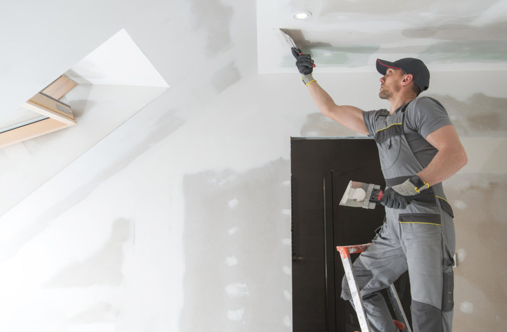 This Is A Picture Of Delaware County Handyman Spackling A Ceiling For A smaller Job